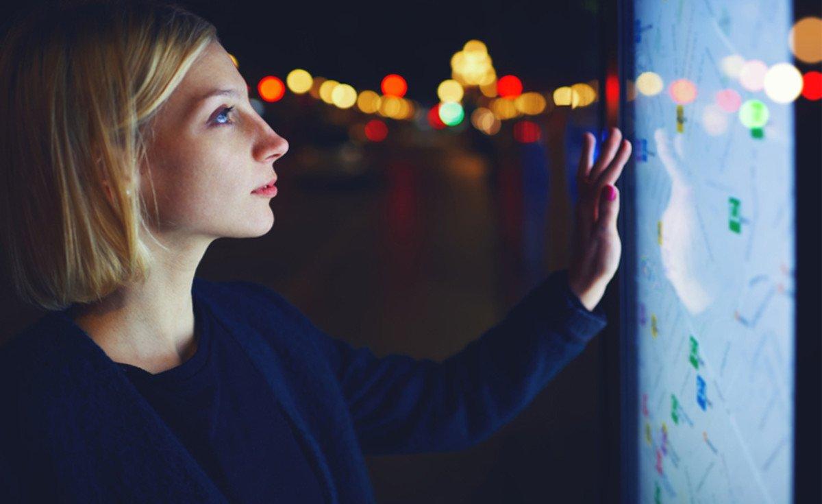 woman-touch-screen-display-wall-mainjpg